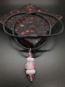 Bumpy pink 3 bead necklace